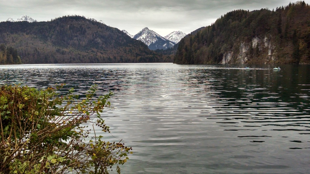 Lake and mountains, my two scenic requirements.